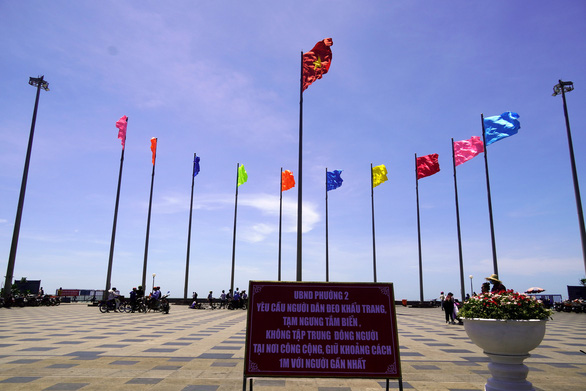 A signboard propagandizing COVID-19 prevention measures and banning beach is erected at a square near the beach in Vung Tau Province, Vietnam, April 30, 2020. Photo: Dong Ha / Tuoi Tre