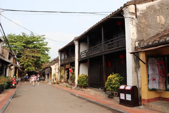 An almost empty street is captured in Hoi An Ancient Town, Quang Nam Province, Vietnam, April 30, 2020. Photo: Duc Tai / Tuoi Tre