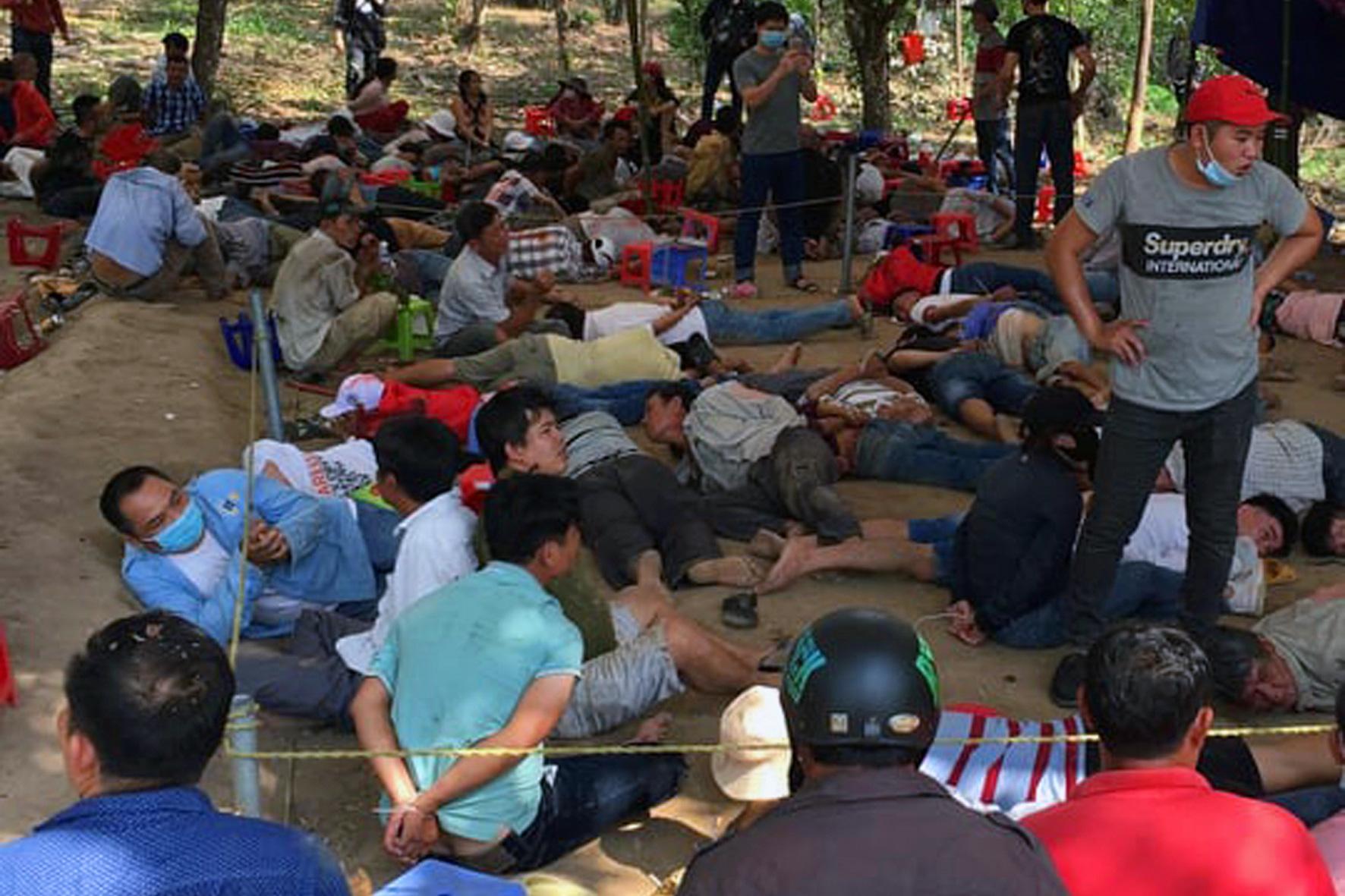 Police bust gambling den, arrest over 130 gamblers in southern Vietnam