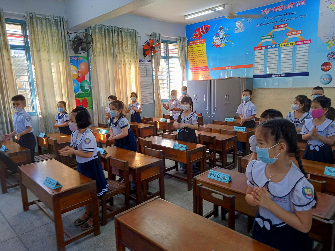 Elementary school students in Khanh Hoa Province on May 4, 2020. Photo: Minh Chien / Tuoi Tre