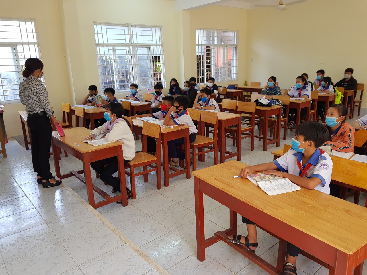 Thousands of Vietnamese students in Cambodia unable to resume school in Vietnam due to border control