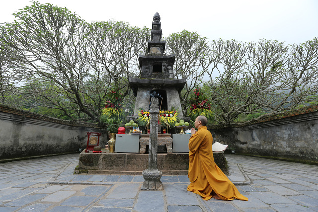 A Buddhist monk prays during a Buddha's Birthday ceremony at Hoa Yen Pagoda on Yen Tu Mountain, Quang Ninh Province, Vietnam, May 5, 2020. Photo: Le Anh / Tuoi Tre