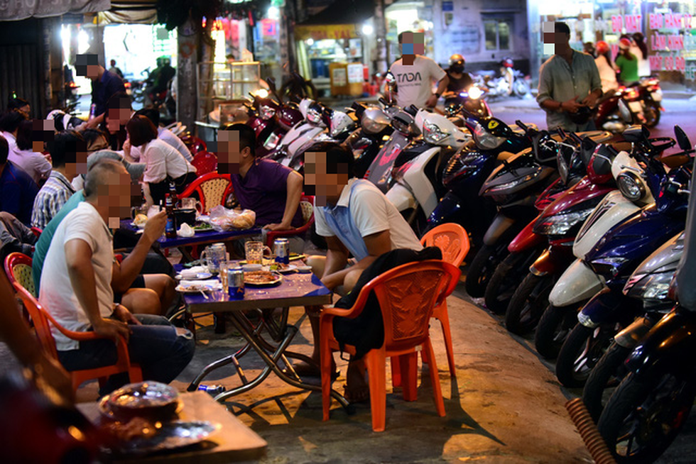 Long time no drink: Vietnam warns against drunk driving as social distancing eased