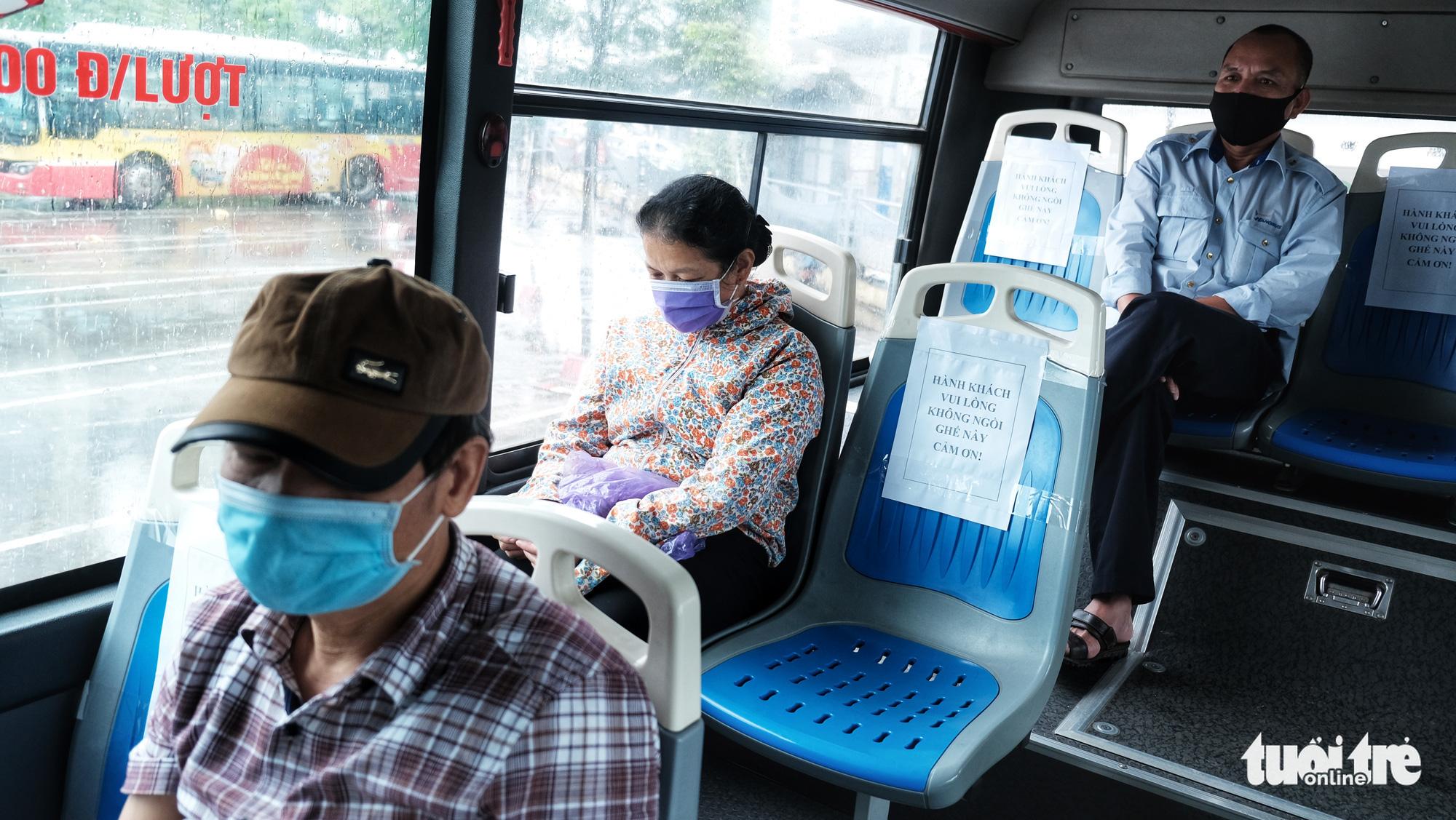 Vietnam lifts distancing rule on planes, public transport
