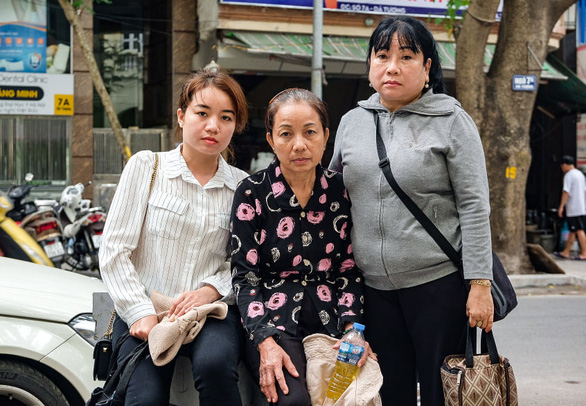 Nguyen Thi Loan (center), the mother of Vietnamese death row inmate Ho Duy Hai, is seen in a photo with her youngest sister (right) and daughter (left). Photo: Nam Tran / Tuoi Tre