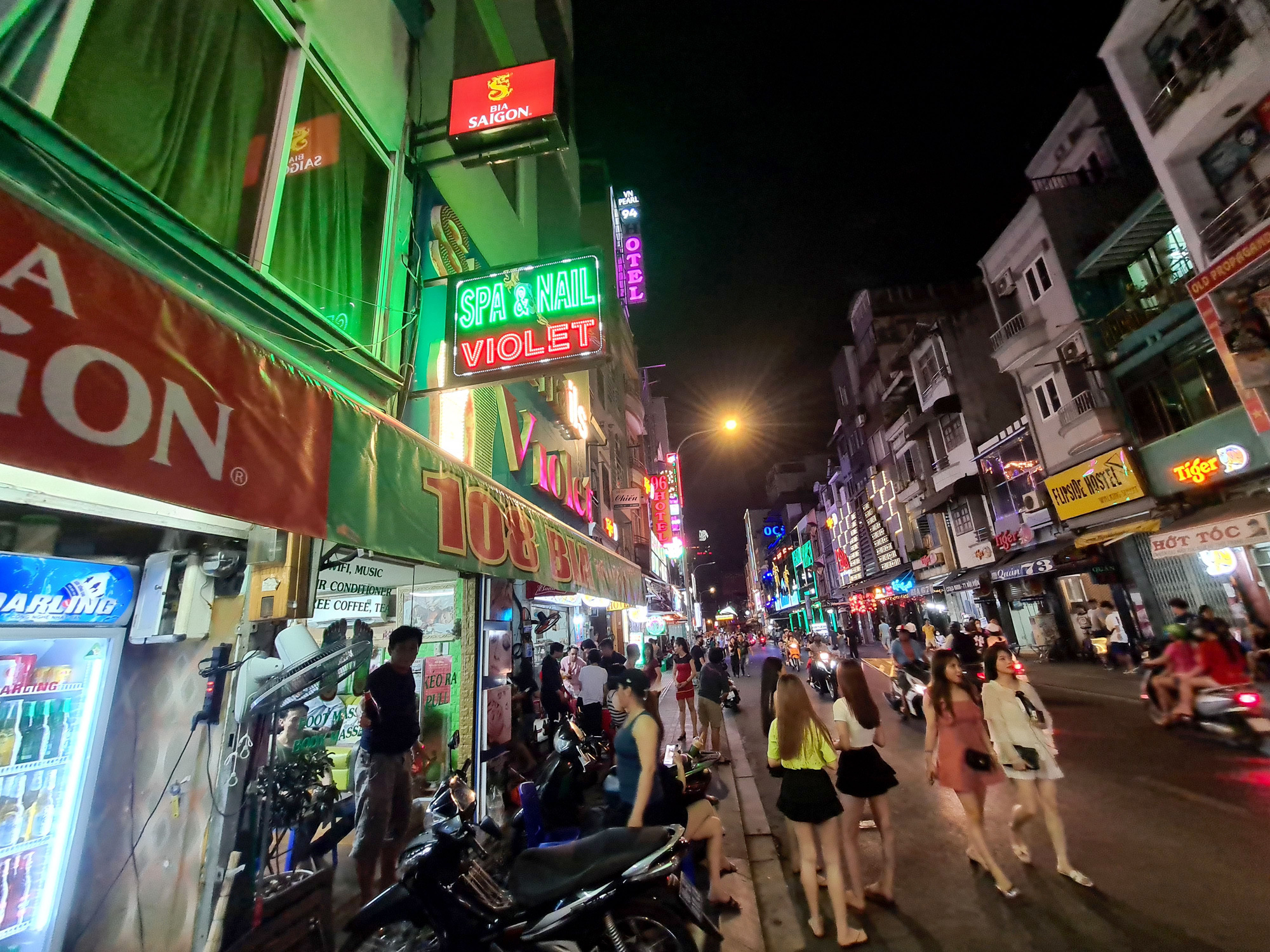 People take a stroll along Bui Vien Street in District 1, Ho Chi Minh City on May 9, 2020. Photo: Ngoc Hien / Tuoi Tre