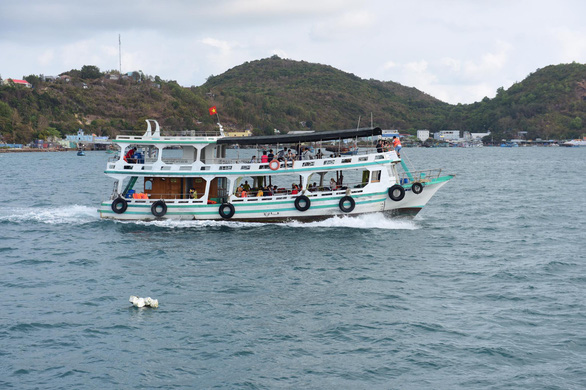 <em>People board a boat to visit Nam Du Island off the southern province of Kien Giang, Vietnam, February 2020. Photo:</em> Quang Dinh / Tuoi Tre