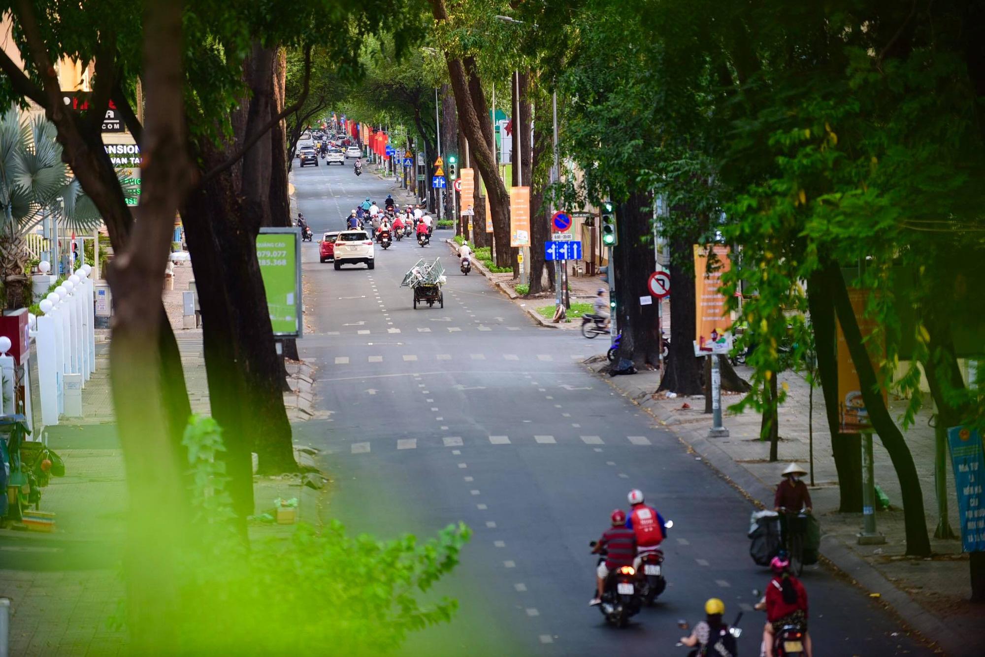 Vehicles navigate a downtown area of Ho Chi Minh City, Vietnam. Photo: Quang Dinh / Tuoi Tre