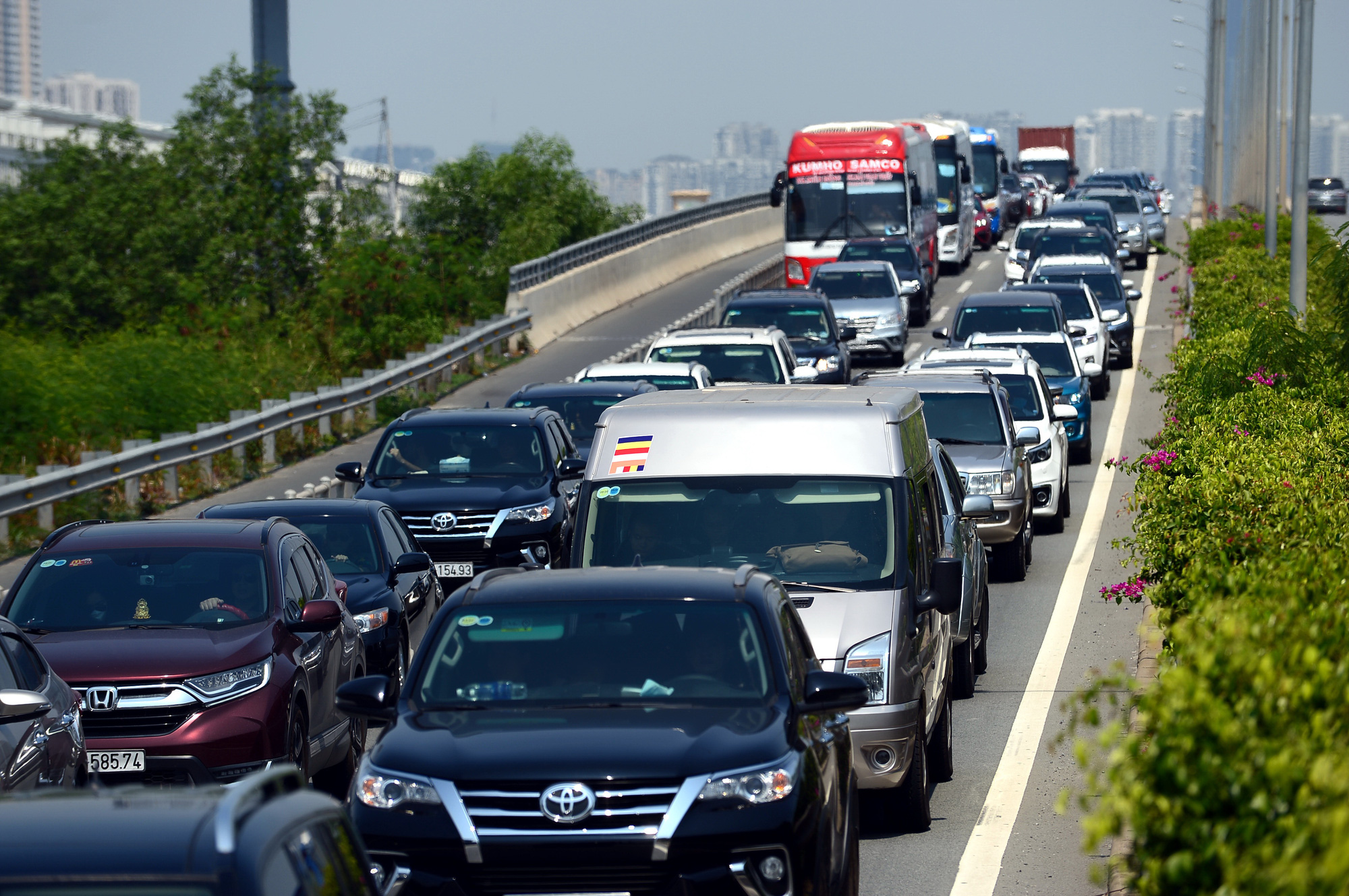 A traffic jam along a road leading to the Ho Chi Minh City-Long Thanh-Dau Giay Expressway in southern Vietnam. Photo: Quang Dinh / Tuoi Tre