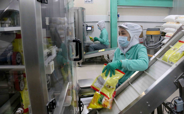 Vietnam to cut, simplify 20% of business regulations by 2025: gov't