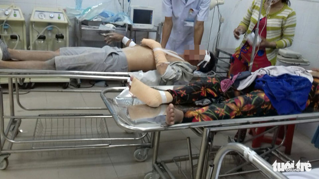 Injured victims are brought to the hospital for emergency treatment in Dong Nai Province, Vietnam on May 14, 2020. Photo: Son Dinh / Tuoi Tre