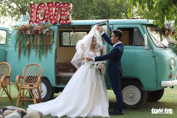 Wedding plans back on rails for Vietnamese couples after COVID-19 halt