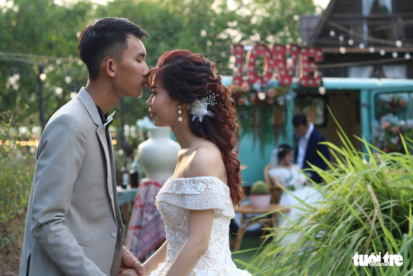 A man kisses his bride for their pre-wedding photo in Ho Chi Minh City, Vietnam, May 13, 2020. Photo: Ngoc Phuong / Tuoi Tre