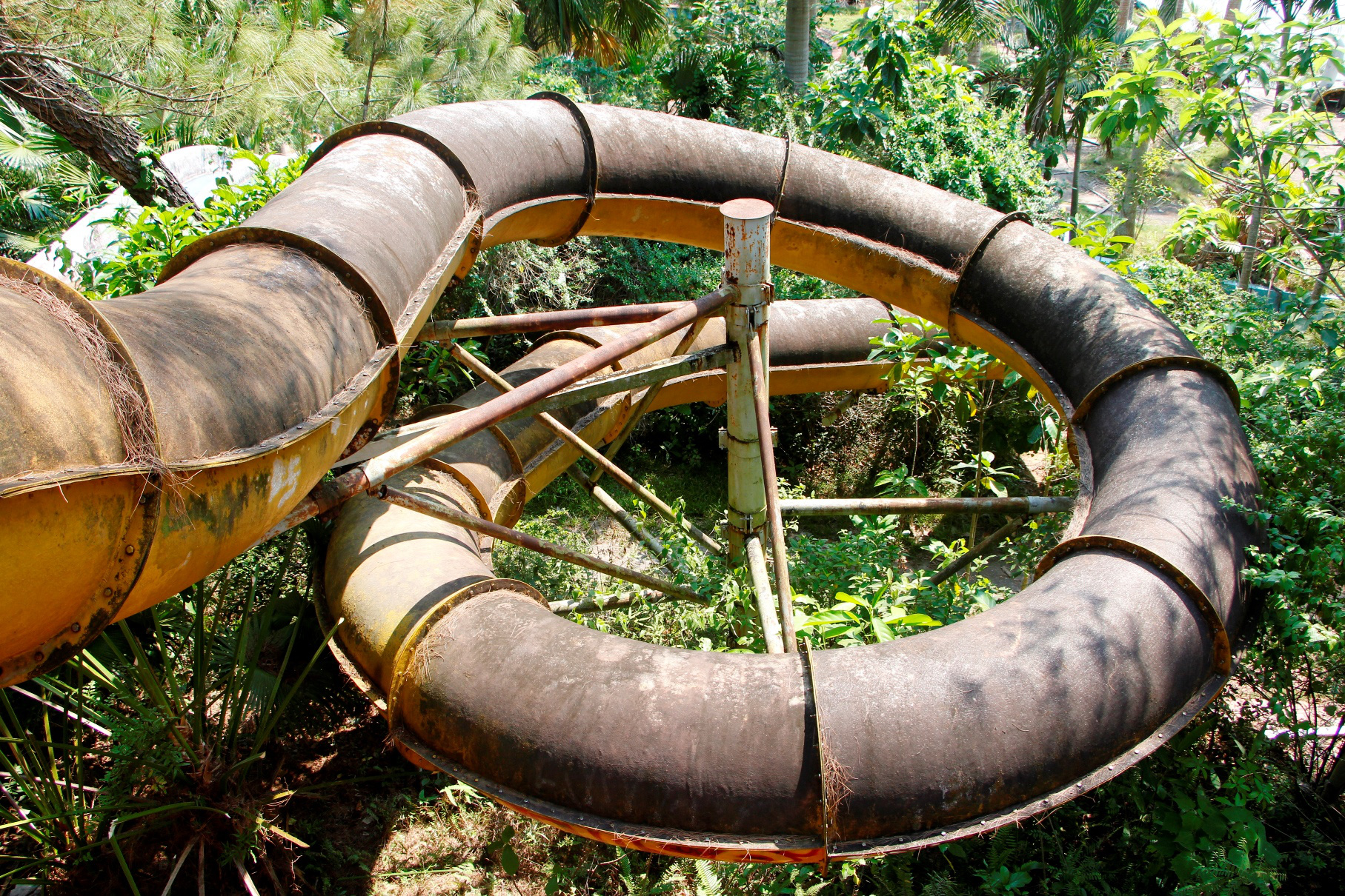 A water slide inside the abandoned Ho Thuy Tien Park located in Hue City, Thua Thien – Hue Province, Vietnam. Photo: Van An / Tuoi Tre
