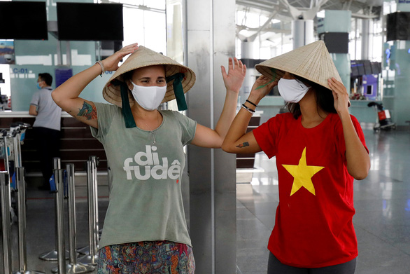 Vietnam to automatically extend temporary residence permit for foreigners stranded by COVID-19
