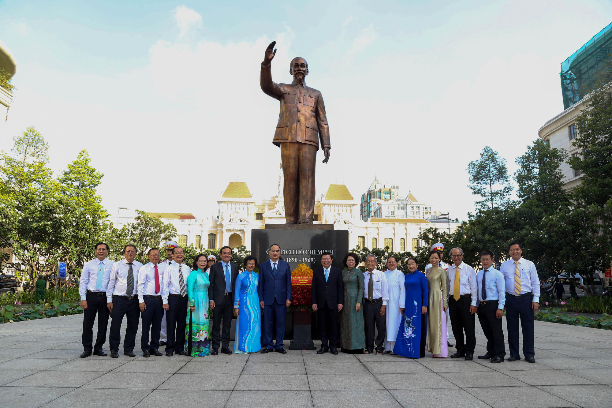 City leaders pay respect to late President Ho Chi Minh on 130th birthday