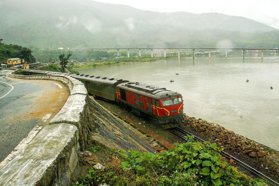 Hanoi-Ho Chi Minh City train offers scenic journey