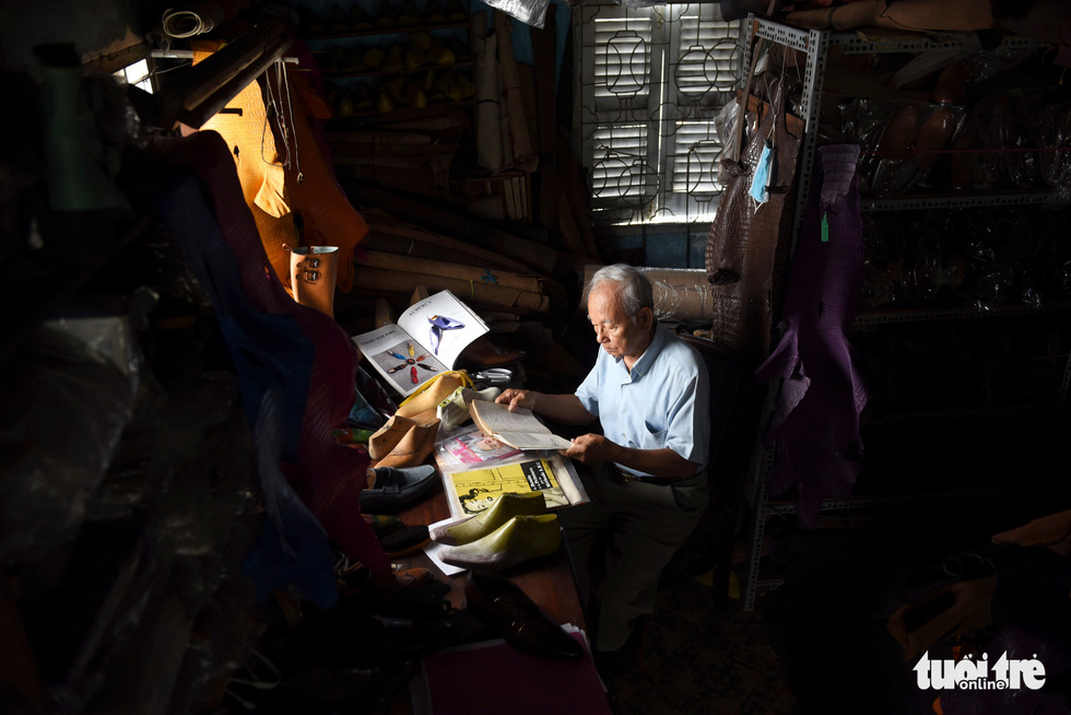 Saigon octogenarian retains love for shoemaking over seven decades