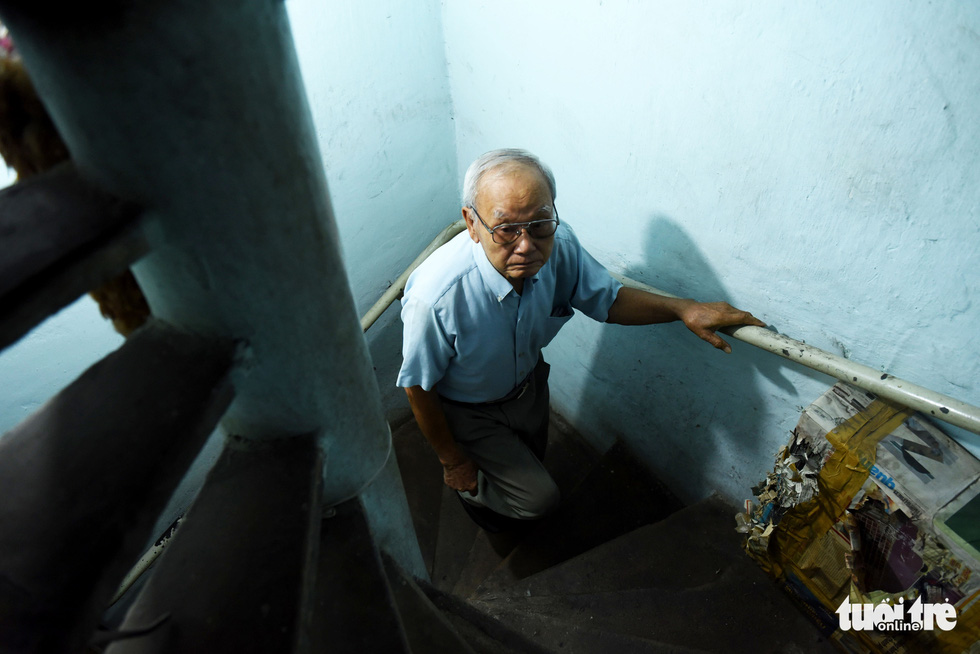 Despite his age, Ngoc said he will continue doing his job for as long as his health allows him to. Photo: Duyen Phan / Tuoi Tre