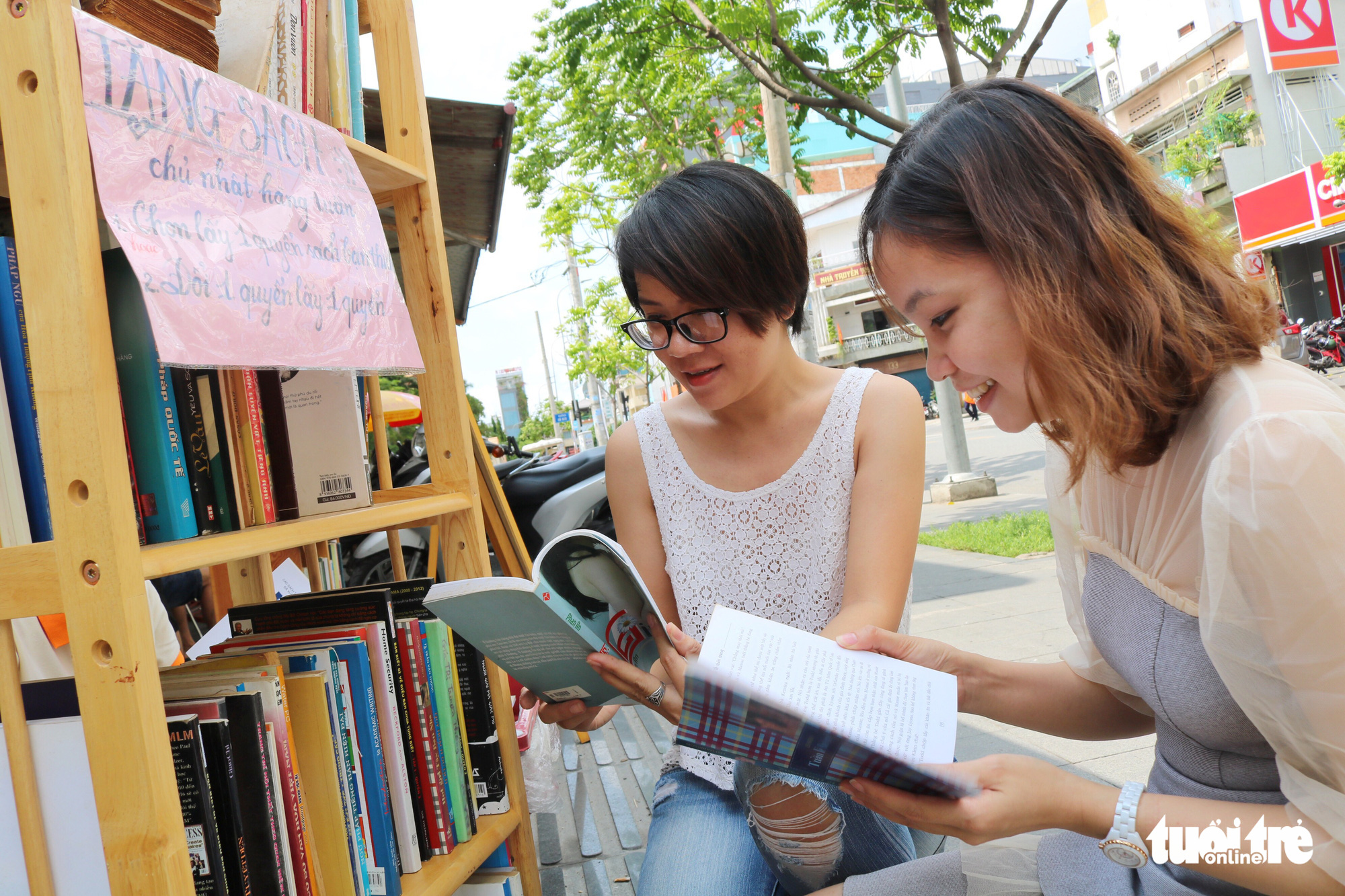 Saigon café allows customers to pay for drinks with books