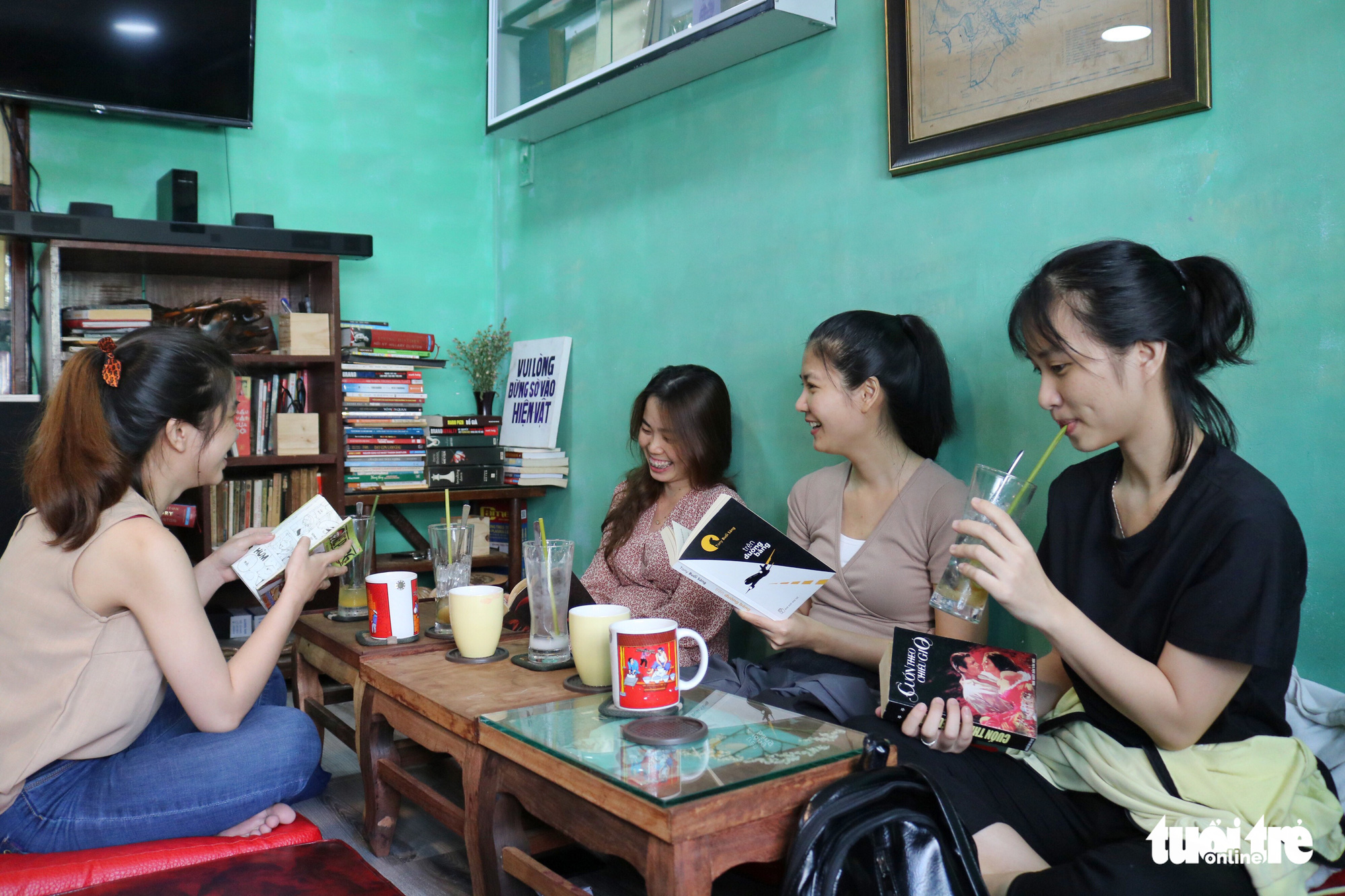 Nguyen Thi Phan and friends spend their weekend reading at the bookstore-café on Nguyen Khac Nhu Street in Ho Chi Minh City, Vietnam. Photo: Ngoc Phuong / Tuoi Tre