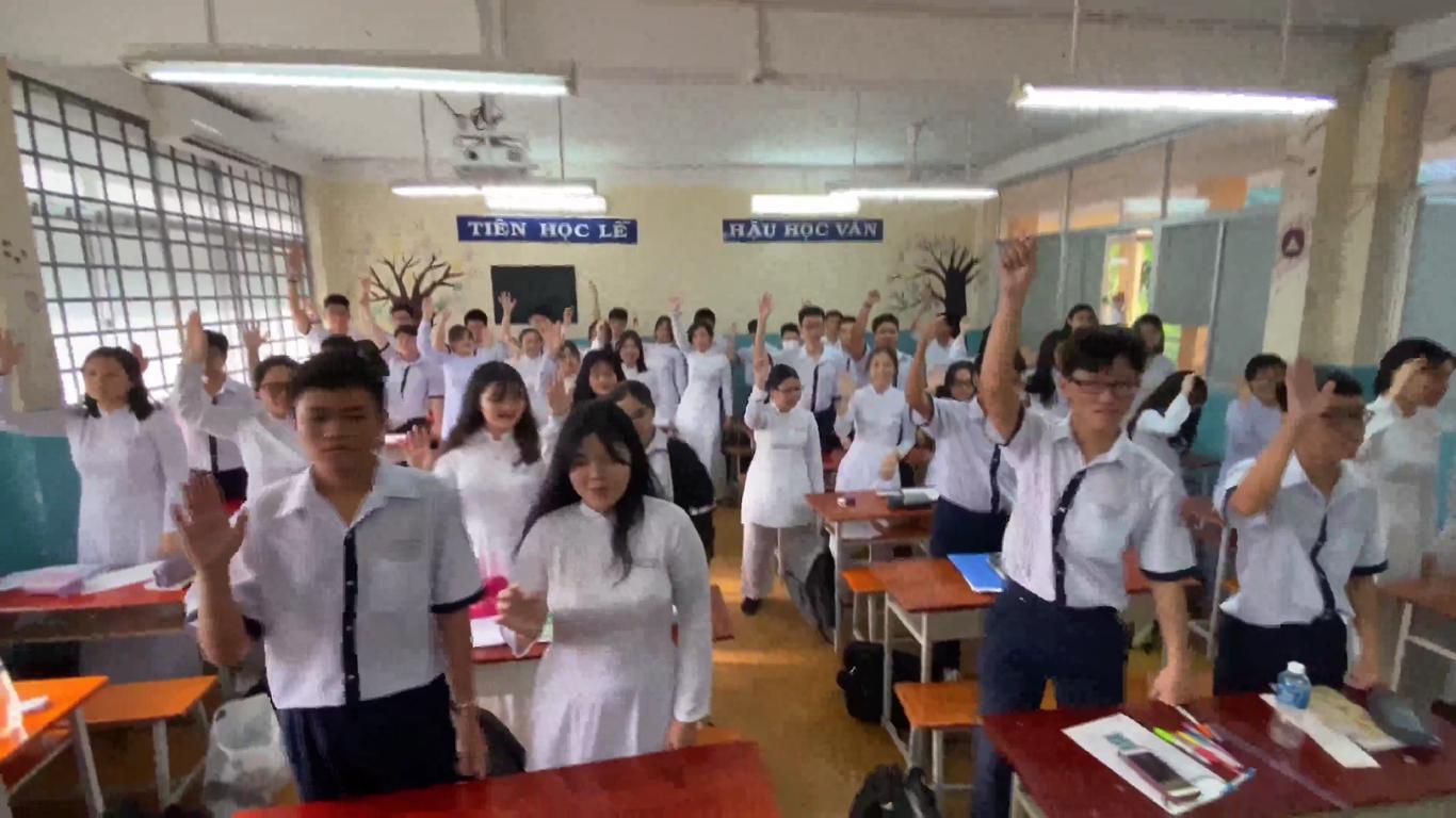 Vietnam teacher makes students exercise with viral TikTok dance