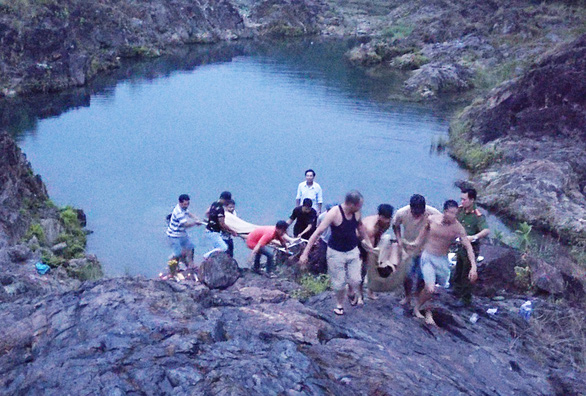 Two high school students drown in central Vietnam