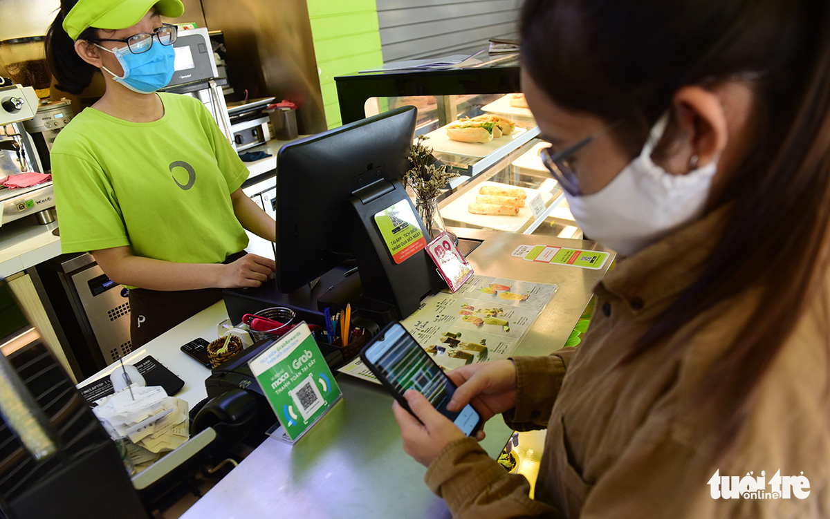 Vietnamese consumers embrace cashless transactions amid COVID-19 pandemic