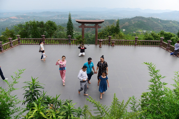 Vietnamese travel firms see increase in domestic tour bookings