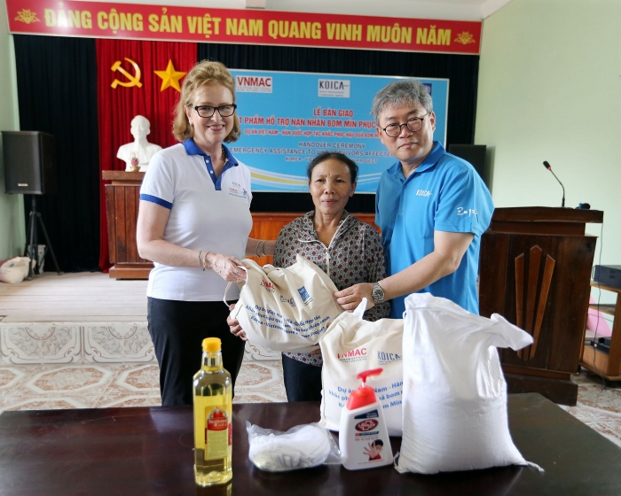 Essentials provided to help Vietnam's unexploded ordnance survivors tide over COVID-19