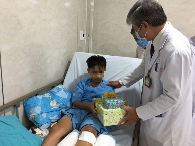Most students hit by falling tree at Saigon school discharged from hospitals