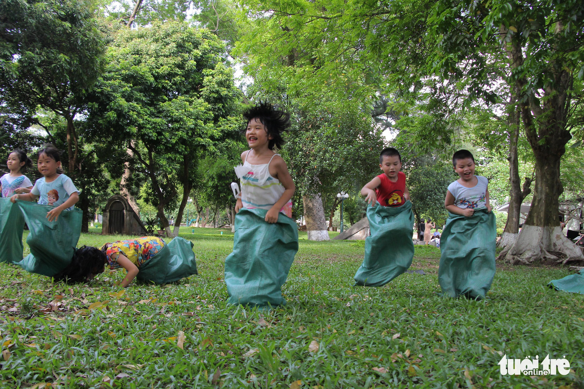 Children's innocent happiness in Hanoi's 'kingdom of recycled materials'