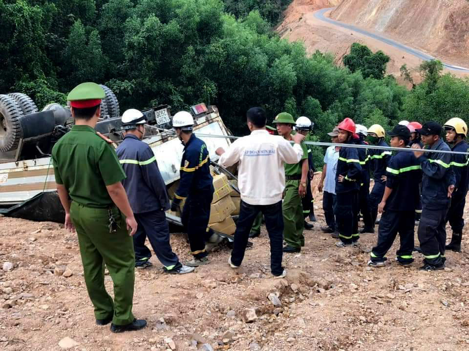Vietnamese officers rescue tipped-over truck carrying explosives
