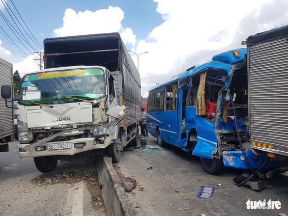 Several injured in 6-vehicle pile-up in Ho Chi Minh City
