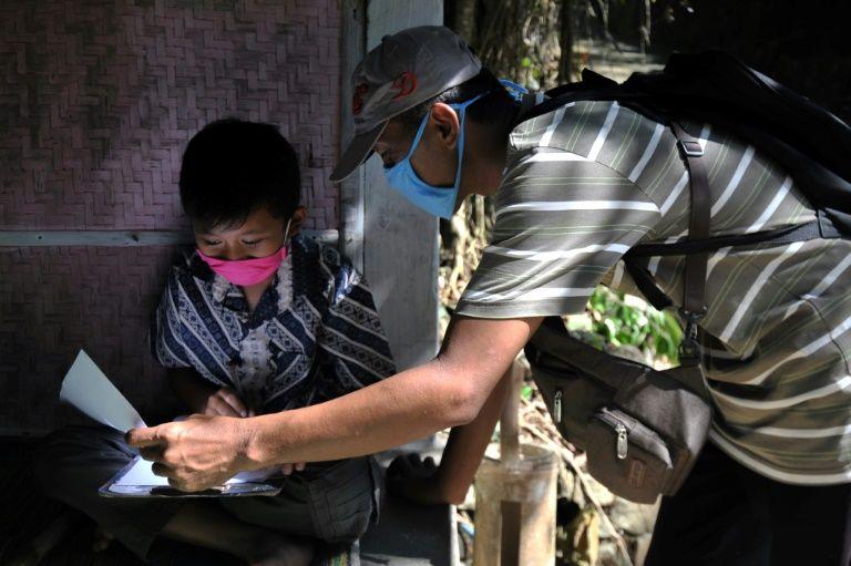 Pandemic no match for Indonesia's door-to-door teachers