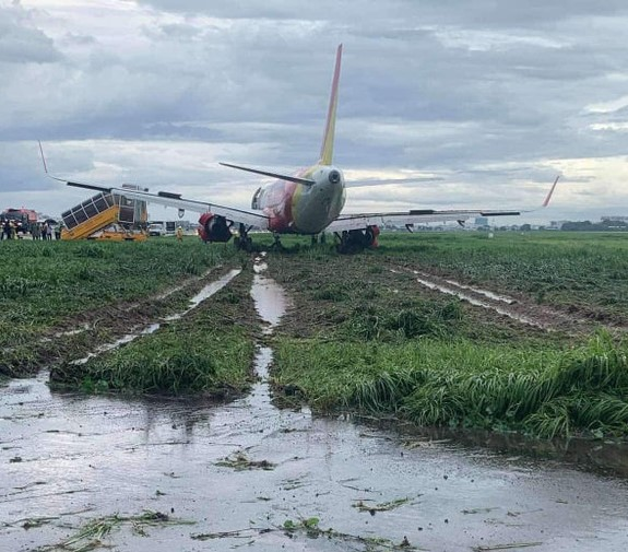 Vietnamese carrier blames rainy weather after plane skids off runway