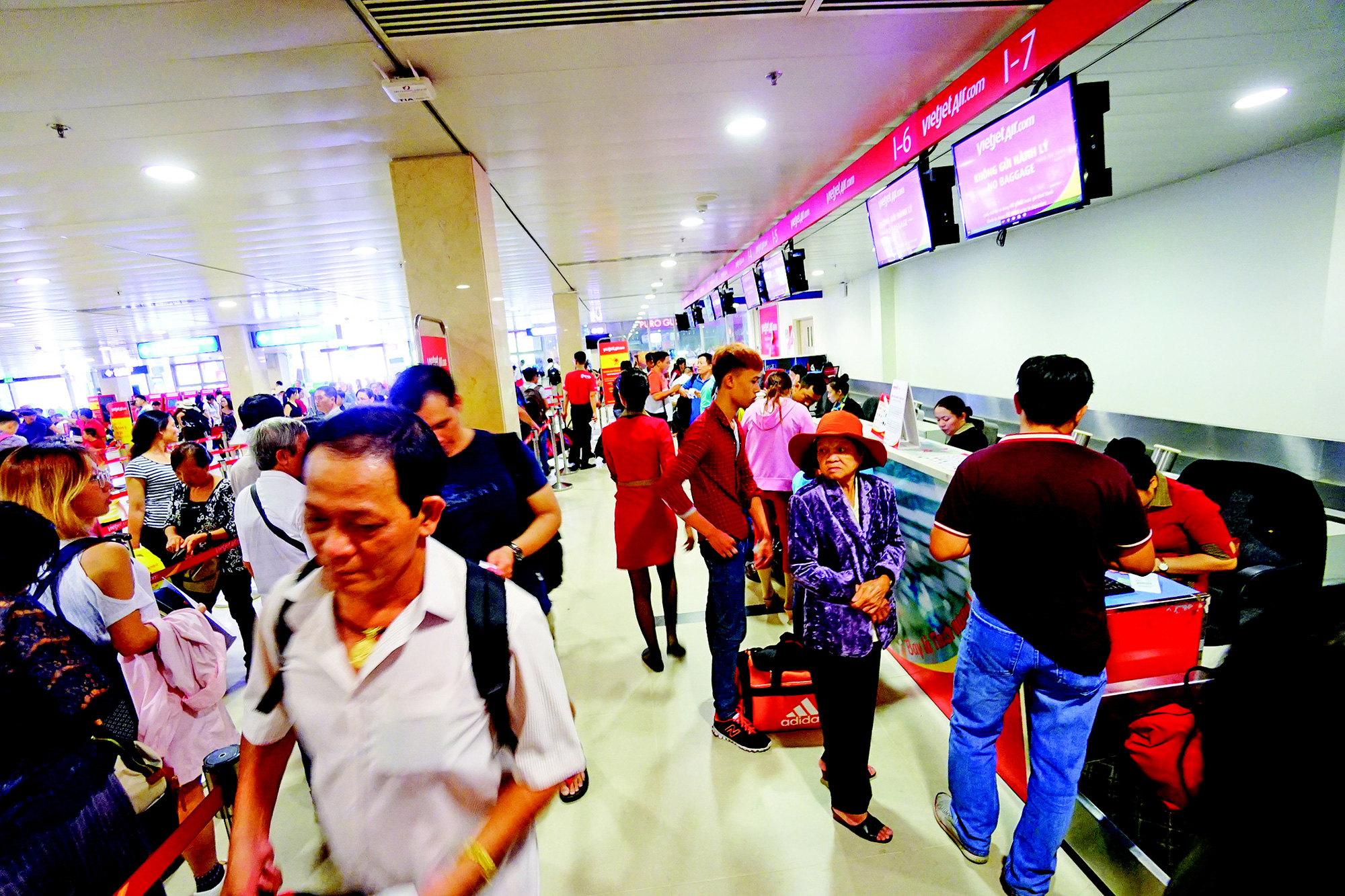 Vietnamese airlines speed up recovery following COVID-19 epidemic