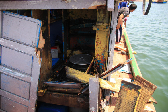 Chinese coast guard ship attacks Vietnamese fishing boat in Hoang Sa (Paracels)