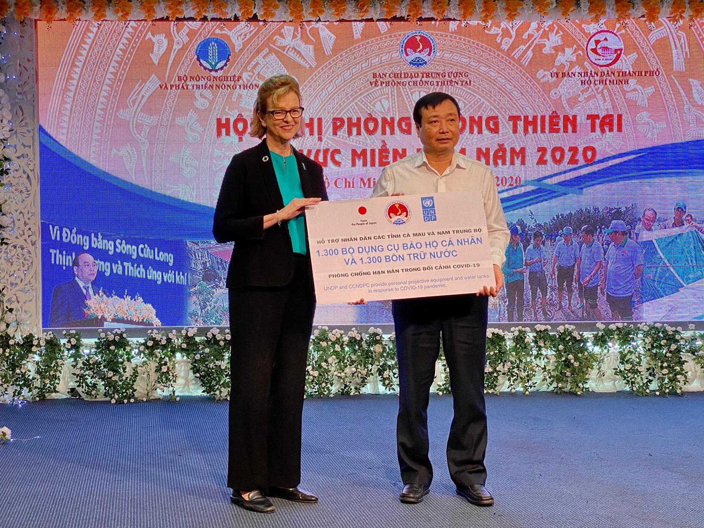 Japan, UNDP provide assistance to help Vietnamese provinces combat COVID-19