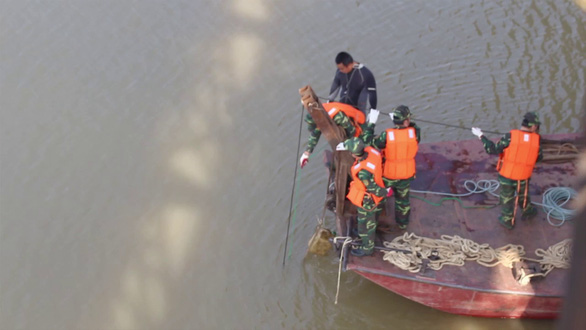 Ships banned from Hanoi river over unexploded wartime bomb