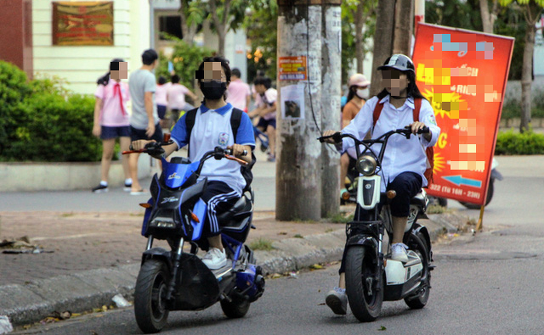 Mixed reactions to Vietnam's plan for new driver's license for teens