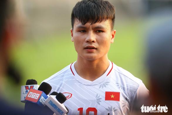 Star midfielder's private message leak sparks online debate in Vietnam