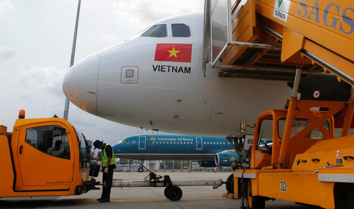 Vietnam plans to reduce environment tax on jet fuel to help airlines