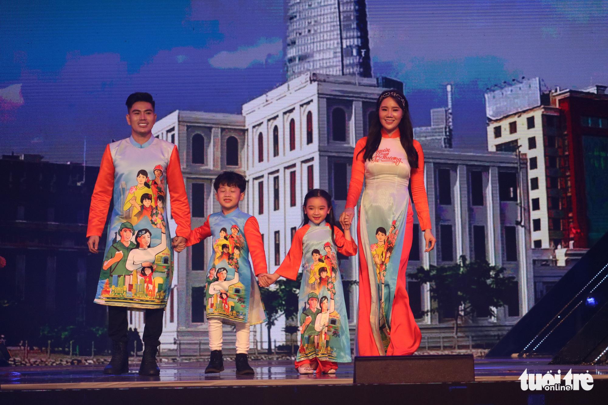 Ho Chi Minh City Ao Dai Festival kicks off at Nguyen Hue Pedestrian Street