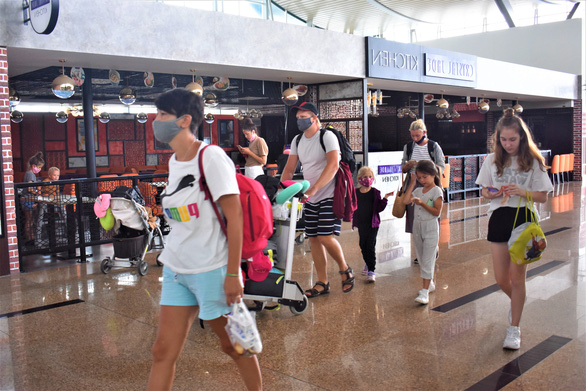 Vietnam prolongs automatic extension of temporary residence permits for stranded foreigners through July