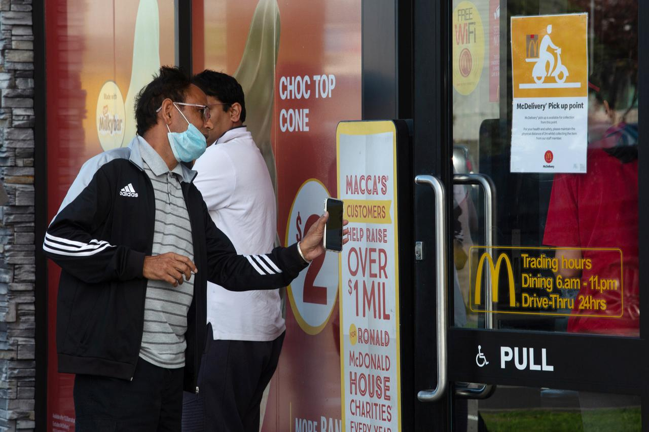 New Zealand's health minister resigns after coronavirus criticism