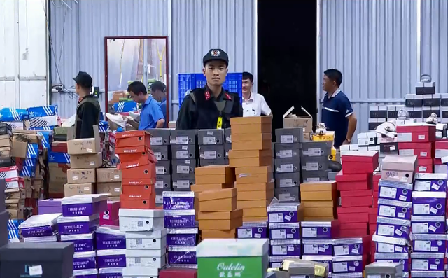Police dismantle large-scale ring selling smuggled fashion items via livestream in Vietnam
