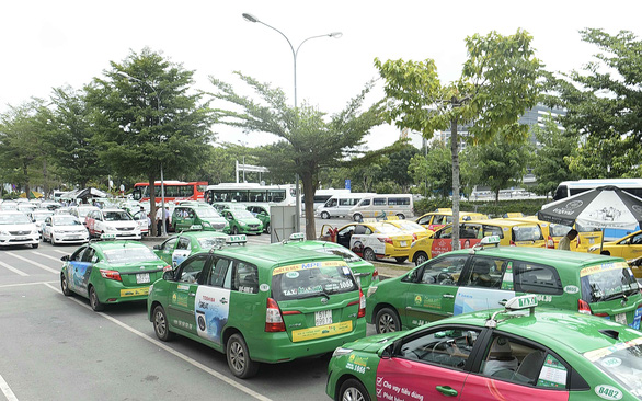 At least 1.6 million service vehicles in Vietnam to don yellow number plates from August 1