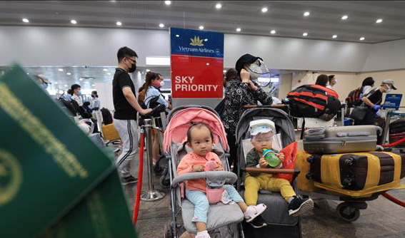 Vietnam repatriates over 280 citizens, including 17 small children, from Russia
