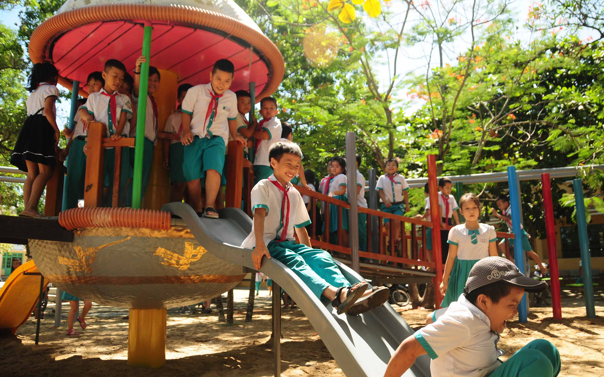 Koreans help build playgrounds on war-torn land in Vietnam